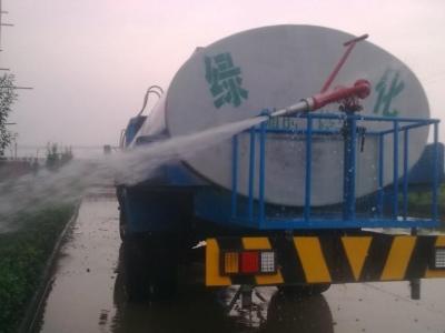 绿化带洒水